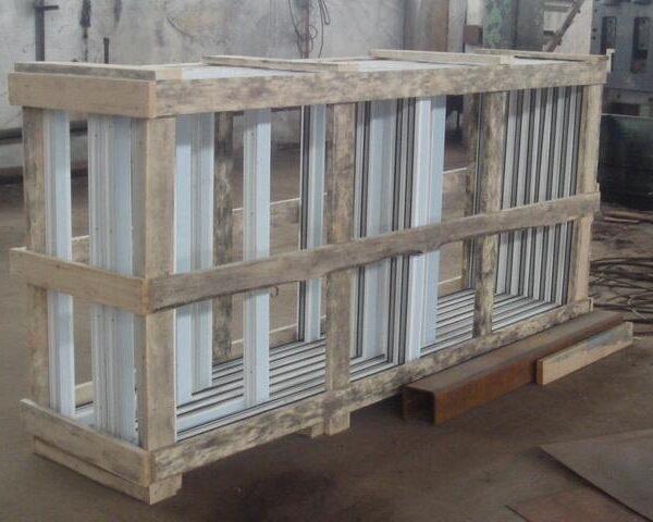 Деревянная обрешетка для стекла